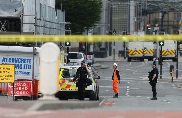 Terrori-iskut ovat aina järkyttäviä, mutta vielä enemmän ne pysäyttävät, kun tragedia tulee lähelle, kirjoittaa Manchesterissa asunut Joonas Partanen.