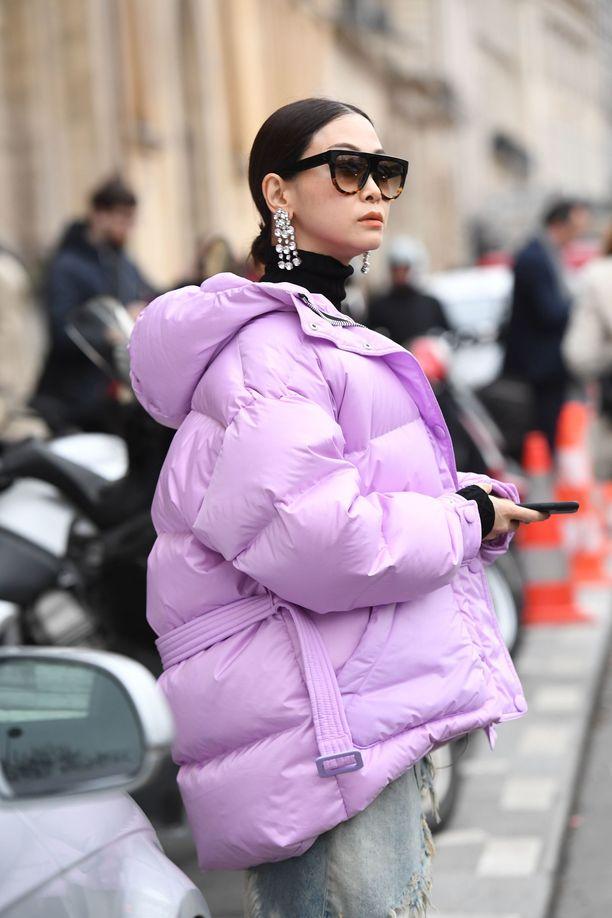 Poolokaulus korvaa kaulaliinan ja päästää korvakorut oikeuksiinsa. Kaulaliinan skippaaminen houkuttelee erityisesti muhkean takin kanssa - enempää volyymia ei tarvita!