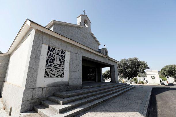 Tämän kirkon sisälle Francisco Franco on haudattu.