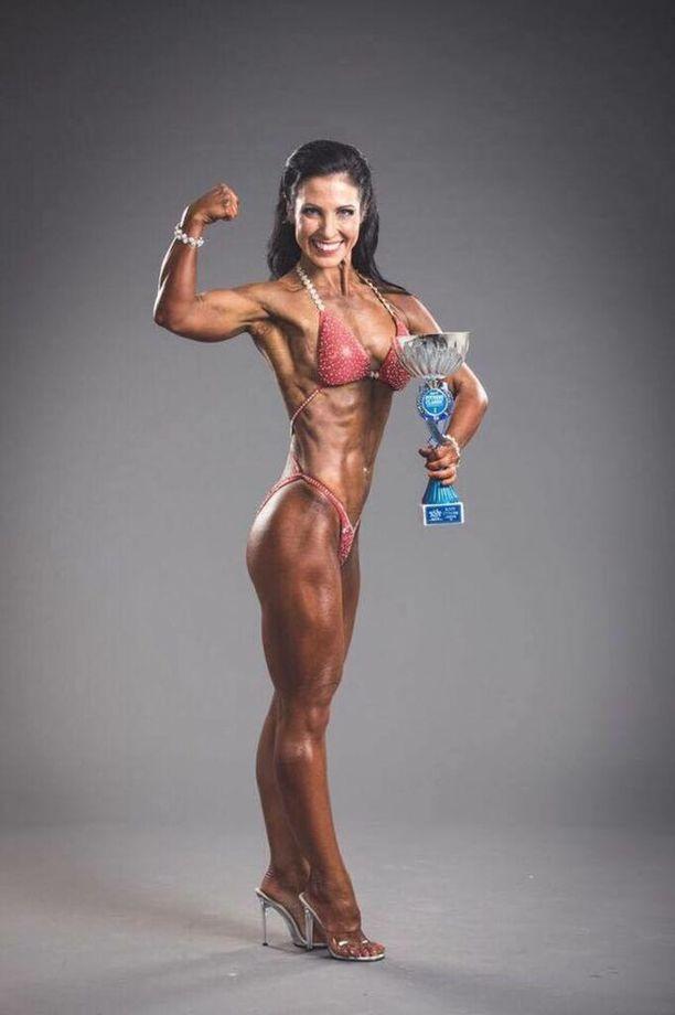Tiina Ikävalko voitti SM-kultaa body fitnessissä yli 45-vuotiaiden sarjassa. Muutama kuukausi kilpailun jälkeen alkoivat epämääräiset alavatsakivut.
