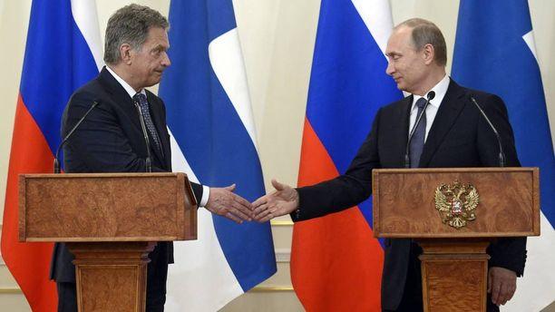 Kun Sauli Niinistö (vas.) ja Vladimir Putin tapasivat tiistaina 16. kesäkuuta 2015 Moskovan seudulla, kireys leijui ilmassa ja tunnelma oli selvästi jännittyneempi kuin parin vuoden takaisessa tapaamisessa.