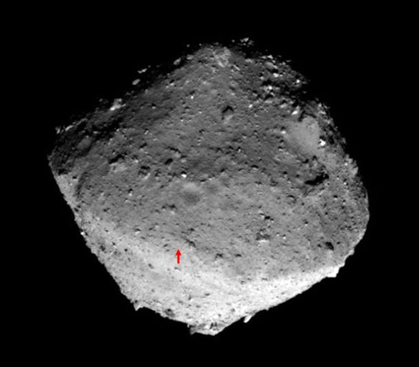 Asteroidilla on todennäköisesti hiiltä ja vettä. Se on muodostunut noin 4,5 miljardia vuotta sitten.