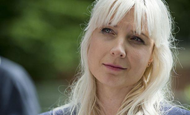 Laura Huhtasaari ei lukenut sivuakaan pimppikirjasta.