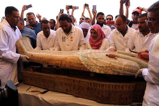 Egyptin Luxorista löytyi lauantaina 30 hyvin säilynyttä muumiota.