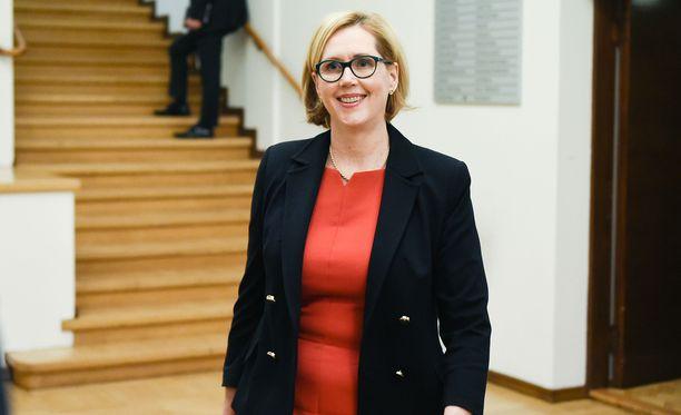 Tuula Haatainen valittiin SDP:n presidenttiehdokkaaksi lauantaina.