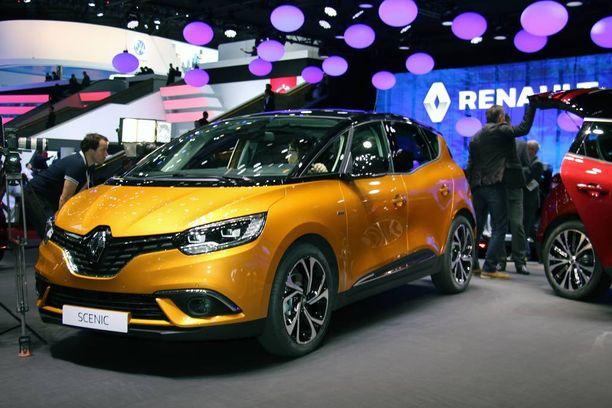 Yksi tila-auto pitää puoliaan. Kaikkien perhetila-autojen äiti Renault Scenic.