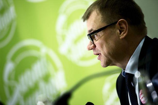 Pääministeri Juha Sipilän johtaman keskustan eduskuntaryhmä käytti kerralla 25 000 euroa kuntavaali-ilmoituksiin. Ilmoituksia julkaistiin maaliskuun ensimmäisellä viikolla sanomalehdissä ympäri Suomea.