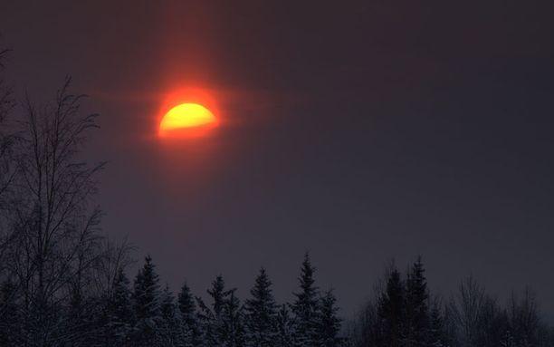 Vuoden 2010 viimeinen auringonlasku 31.12 klo 14.40.