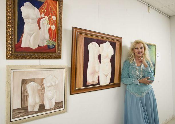Kymmenkunta vuotta sitten Virpi Miettinen ryhtyi opiskelemaan maalausta. Hän on pitänyt muutaman taidenäyttelynkin.
