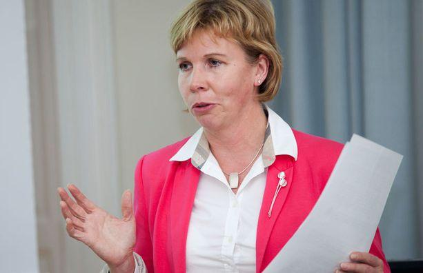 Oikeusministeri Anna-Maja Henriksson vastasi venäläissyyttäjän kirjeeseen.