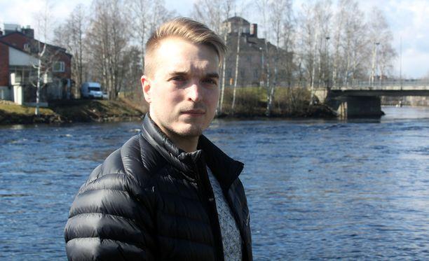 Tuomas Kinnunen pelasti naisen hyisestä joesta lauantaina Joensuussa.