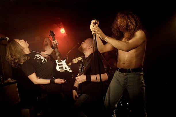 Dirty Deeds Indeed on keskittynyt AC/DC:n 1970-luvun tuotantoon.