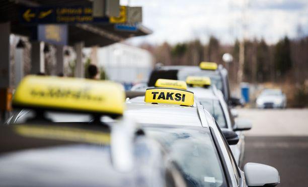On mahdollista, että uudistus laskee taksimatkojen hintaa. On myös mahdollista, että niin ei käy.