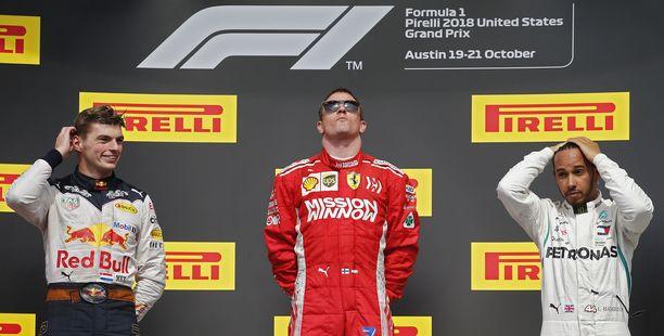 Kimi Räikkönen nautti hetkistään Austinin GP:n palkintopallilla.