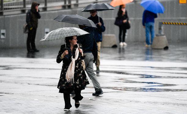 Sateenvarjolle oli käyttöä lokakuussa etelässä.