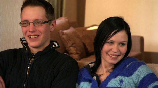 Mikko ja Henna ovat puolivuotiaan pikkutytön vanhemmat.
