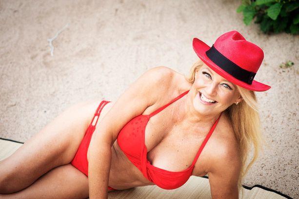 Bikinit Lindex, hattu Balmuir.