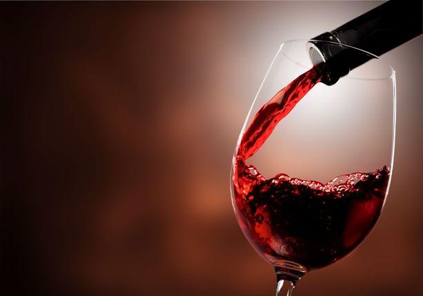 Alkoholiton punaviini kannattaa tarjoilla viileänä.
