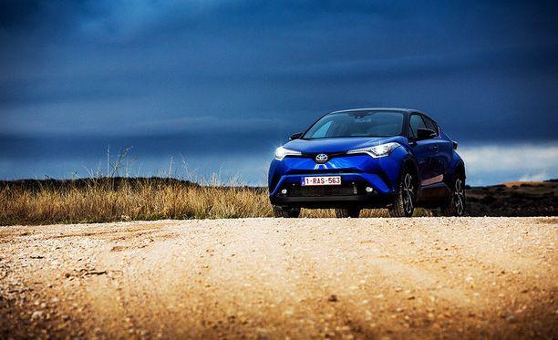 Suomessa Toyota CH-R:n myynnistä 73 prosenttia on hybridejä.