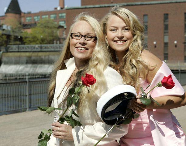 Anna on Anne Sällylän lapsista vanhin. Kuva keväältä 2006, jolloin Annasta tuli ylioppilas.