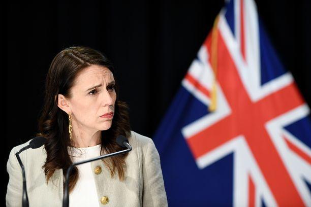 Uuden-Seelannin pääministeri Jacinda Ardern ilmoittaa, että maan parlamenttivaalit lykkääntyvät neljällä viikolla.