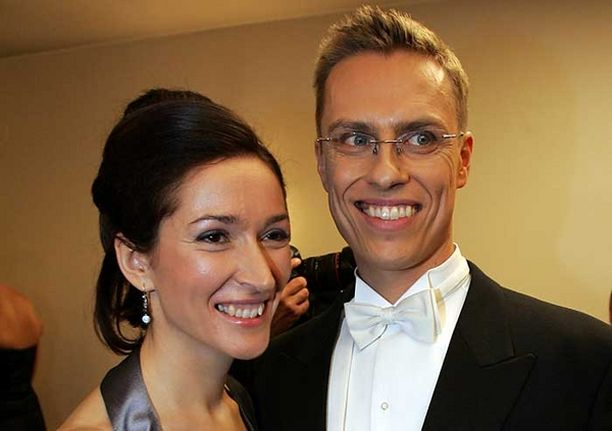 Alexander Stubb muuttaa puolisonsa Suzanne Innes-Stubbin kanssa Espoon Tapiolaan.