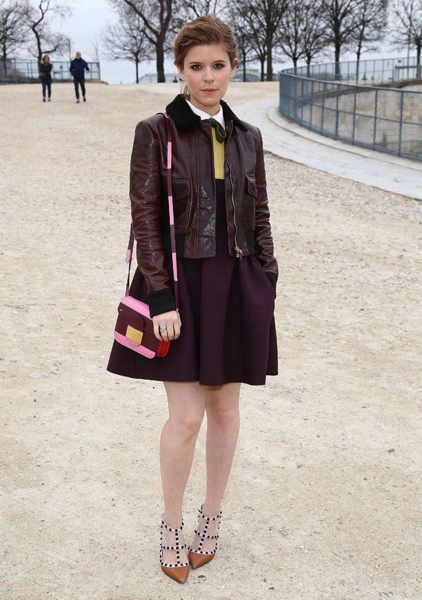 Kate Mara edusti Pariisin muotiviikoilla kaikkien havittelemissa kengissä.