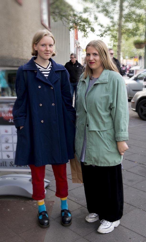Suomalaiset turvautuvat liian usein mustiin päällysvaatteisiin. Värikkäät takit piristävät asua kummasti.