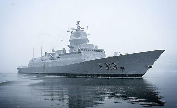 Norjan laivaston fregatti KNM Helge Ingstad menetti ohjattavuutensa lähellä öljy- ja kaasuterminaalia ja törmäsi tankkeriin.