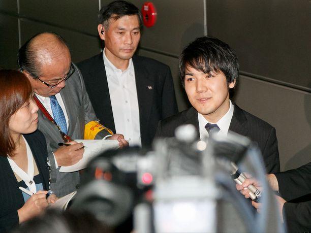 - Kun on oikea aika, niin puhumme suhteestamme, tuleva sulhanen totesi japanilaismedialle.