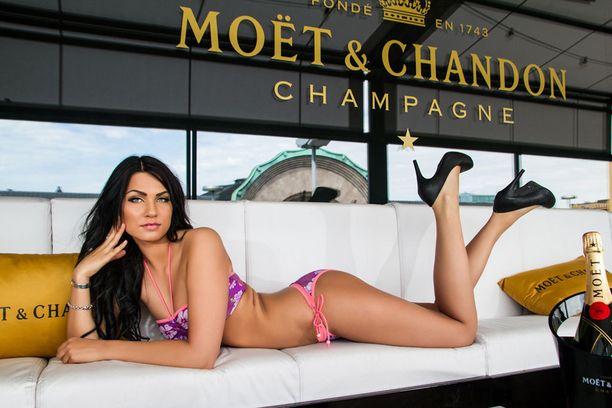 Rosa-Mariaa ei ole tunnistaa kolmen vuoden takaisesta bikinikuvasta.
