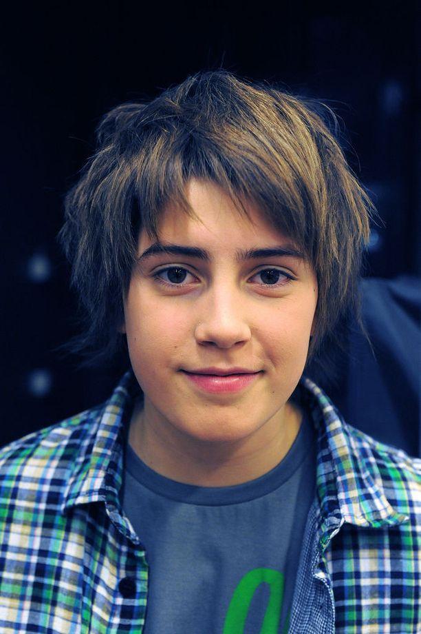 Söpö, 13-vuotias koulupoika Robin Packalén nousi koko kansan tutuksi lähes yhdessä yössä kappaleellaan Frontside Ollie. YouTubessa sitä on luukutettu yli 10 miljoonaa kertaa.