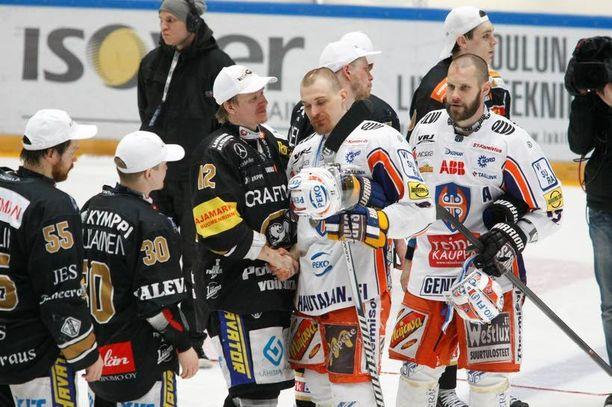 Kärpät ja Tappara pelasivat viime keväänä seitsemän ottelun sarjan.