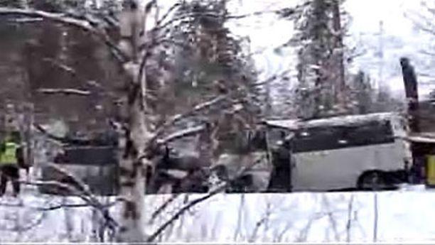 Onnettomuus sattui nelostiellä Ruikassa noin 40 kilometriä Rovaniemeltä etelään päin.