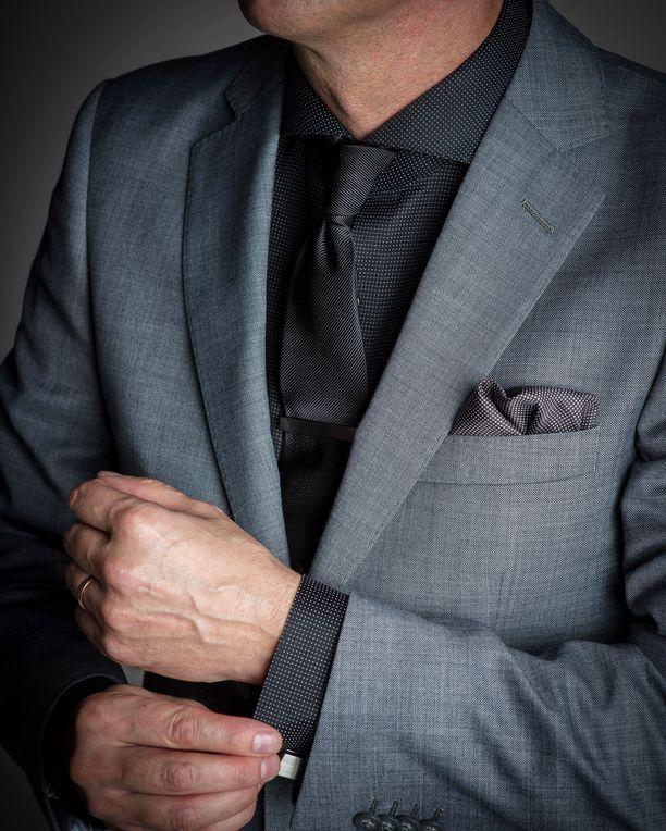 Kaikkiin Dressmannin paitoihin saa kiinnitettyä kalvosinnapit.