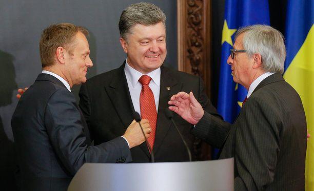 Tusk, Poroshenko ja Juncker tapasivat maanantaina Kiovassa.