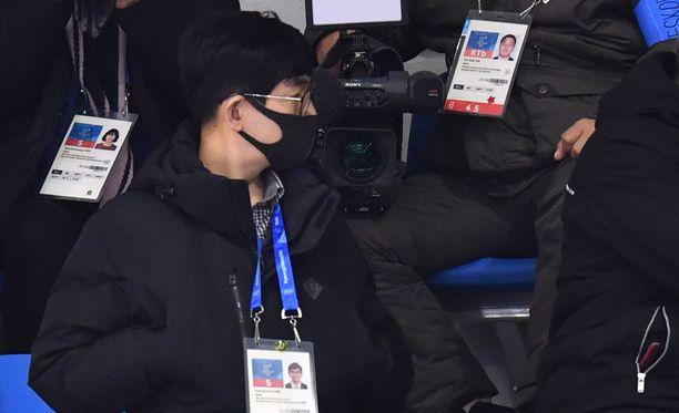 Tällaisia naamiovartijoita Pohjois-Korea on marssittanut olympiakisoihin.