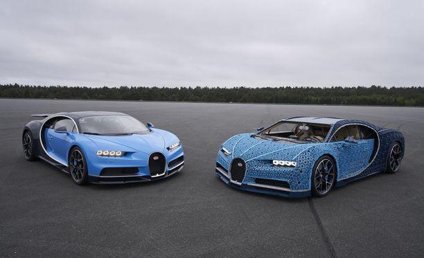 Vasemmalla oikea Bugatti ja oikealla Lego-versio.