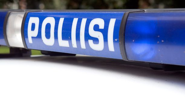Tapauksen käsittelyn viivästyminen harmittaa paikallista poliisia, koska epäillyt poliisit eivät voi osallistua huumetutkintaan.