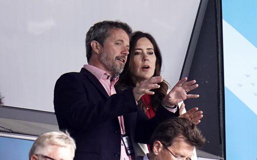 Kruununprinssi Frederik ja prinsessa Mary todistivat Huuhkajien EM-kastetta – Näin he reagoivat Tanska-pelin dramaattiseen käänteeseen