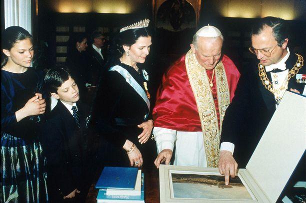 Perhe pääsi tapaamaan paavin.