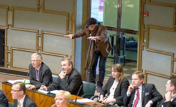 Veltto Virtanen kummastutti käytöksellään eduskunnassa maaliskuun lopulla.