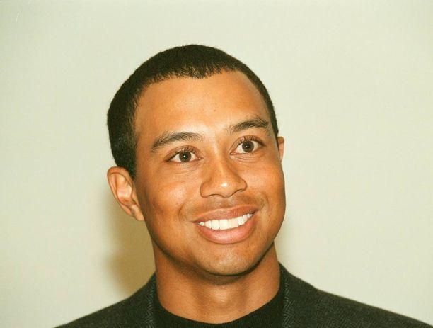 Woods on avioliittonsa jälkeen seurustellut Lindsay Vonnin kanssa, mutta suhde päättyi eroon.