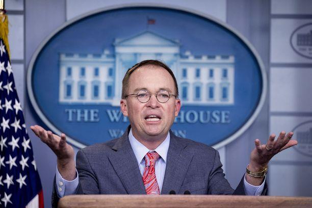 Vt. kansliapäällikkö Mick Mulvaney selitteli myöhemmin lehdistötilaisuuden puheitaan presidentti Trumpin hyväksi.