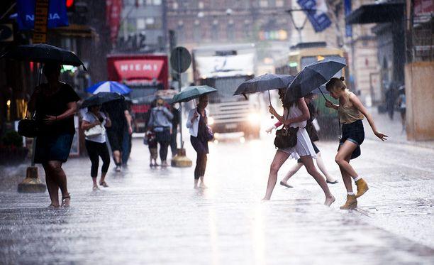 Tänään kannattaa varustautua sateen varalta.