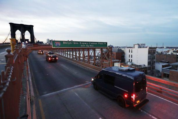 Brooklynin silta joudutaan sulkemaan siksi aikaa kun El Chapo kuljetetaan vankilasta Manhattanilta oikeusistuimeen Brooklyniin.