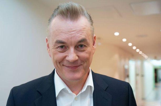 Arto Nyberg on iloissaan siitä, että Emilia Pikkaraisen ja Valtteri Bottaksen rakkaustarina sai alkunsa hänen ohjelmassaan.