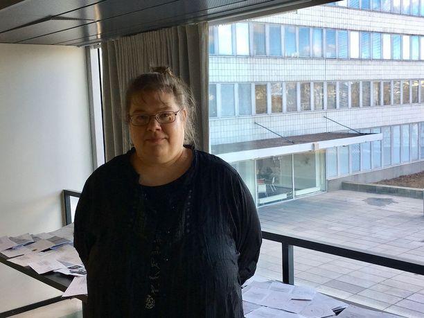 Helsingin kaupungin keskusvaalilautakunnan sihteeri Veera Reuna kertoo, että sunnuntain kuntavaaleissa oli merkittävästi vähemmän hylättyjä ääniä kuin edellisissä kuntavaaleissa.