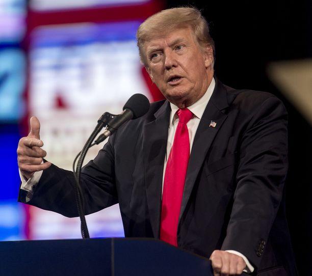 Trump ei säästellyt sanojaan Fox Newsin haastattelussa.