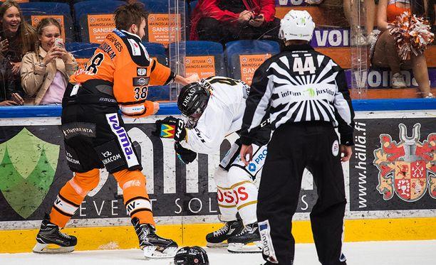 Miro Karjalainen tappeli Jari Sailion kanssa.